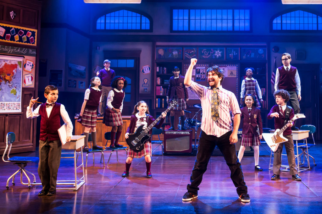 Alex_Brightman_and_the_kids_of_School_of_Rock_-_The_Musical_Photo_by_Matthew_Murphy